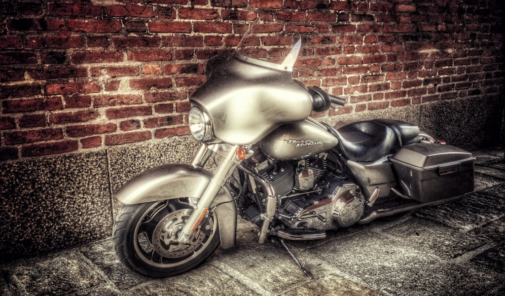 Stunning Old Harley Davidson for 1024 x 600 widescreen resolution