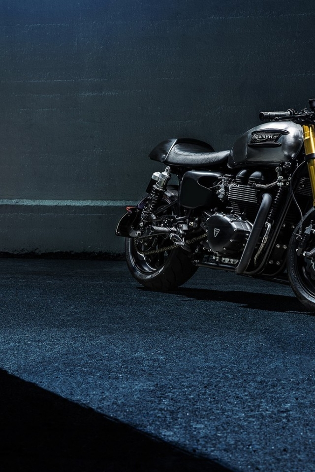 Stunning Triumph Bike 640 X 960 Iphone 4 Wallpaper