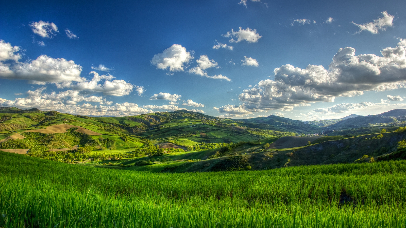 Sunny Green Hills for 1600 x 900 HDTV resolution