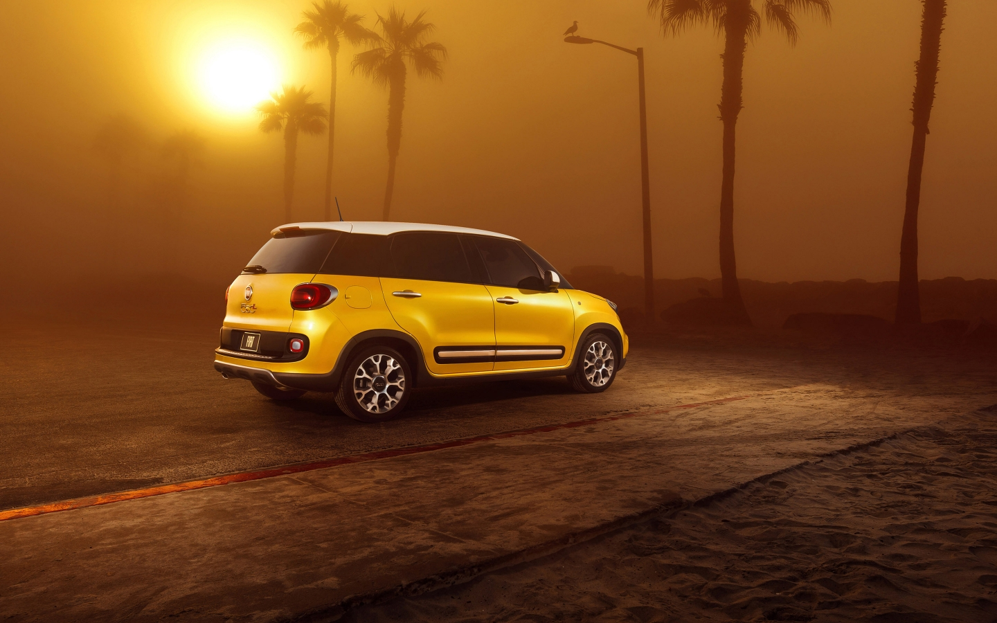 Sunset and Fiat 500L for 1440 x 900 widescreen resolution