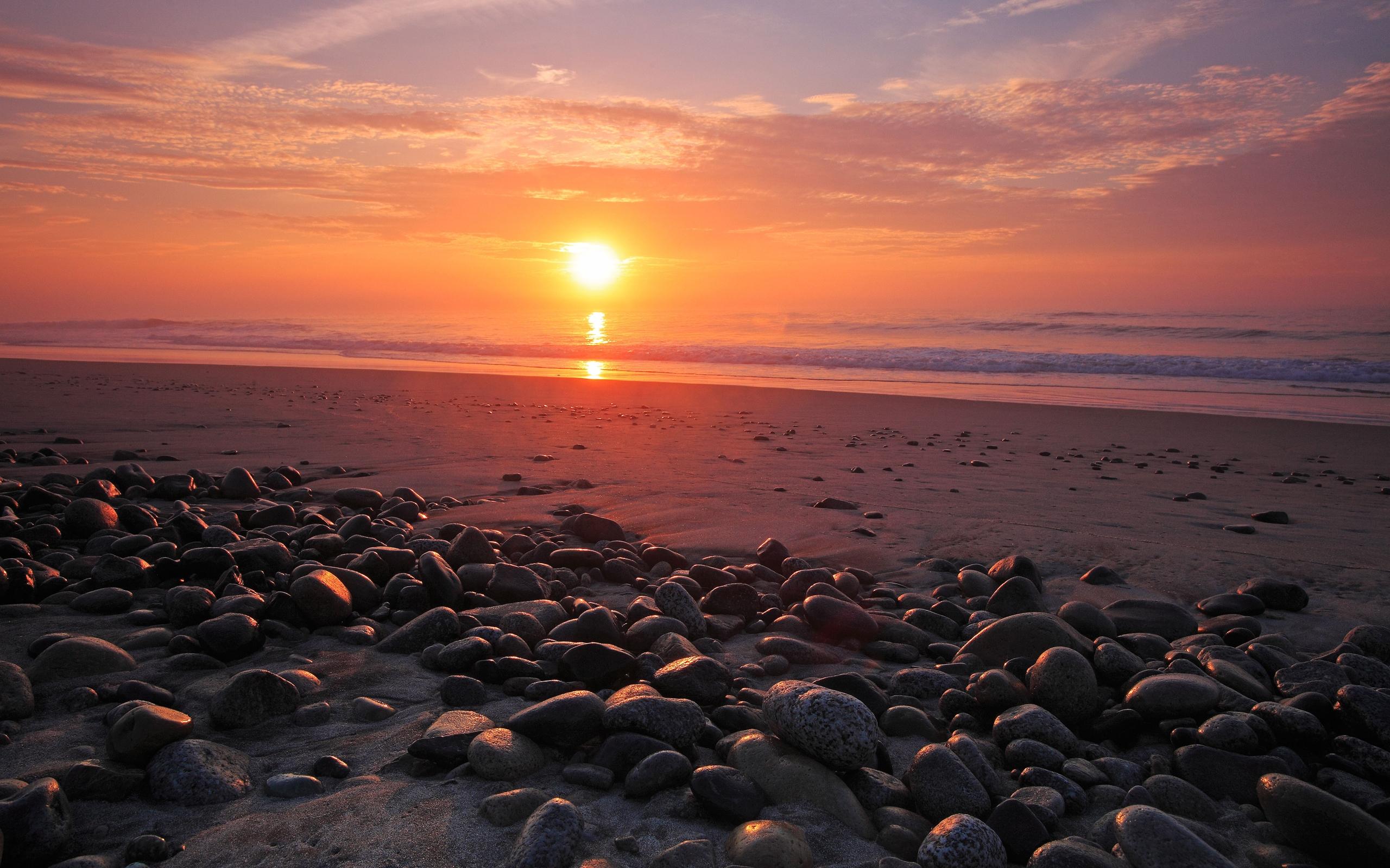 морской пляж на закате бесплатно