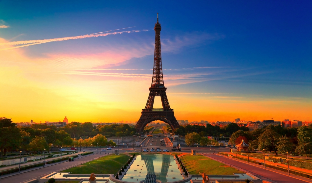 Sunset in Paris for 1024 x 600 widescreen resolution