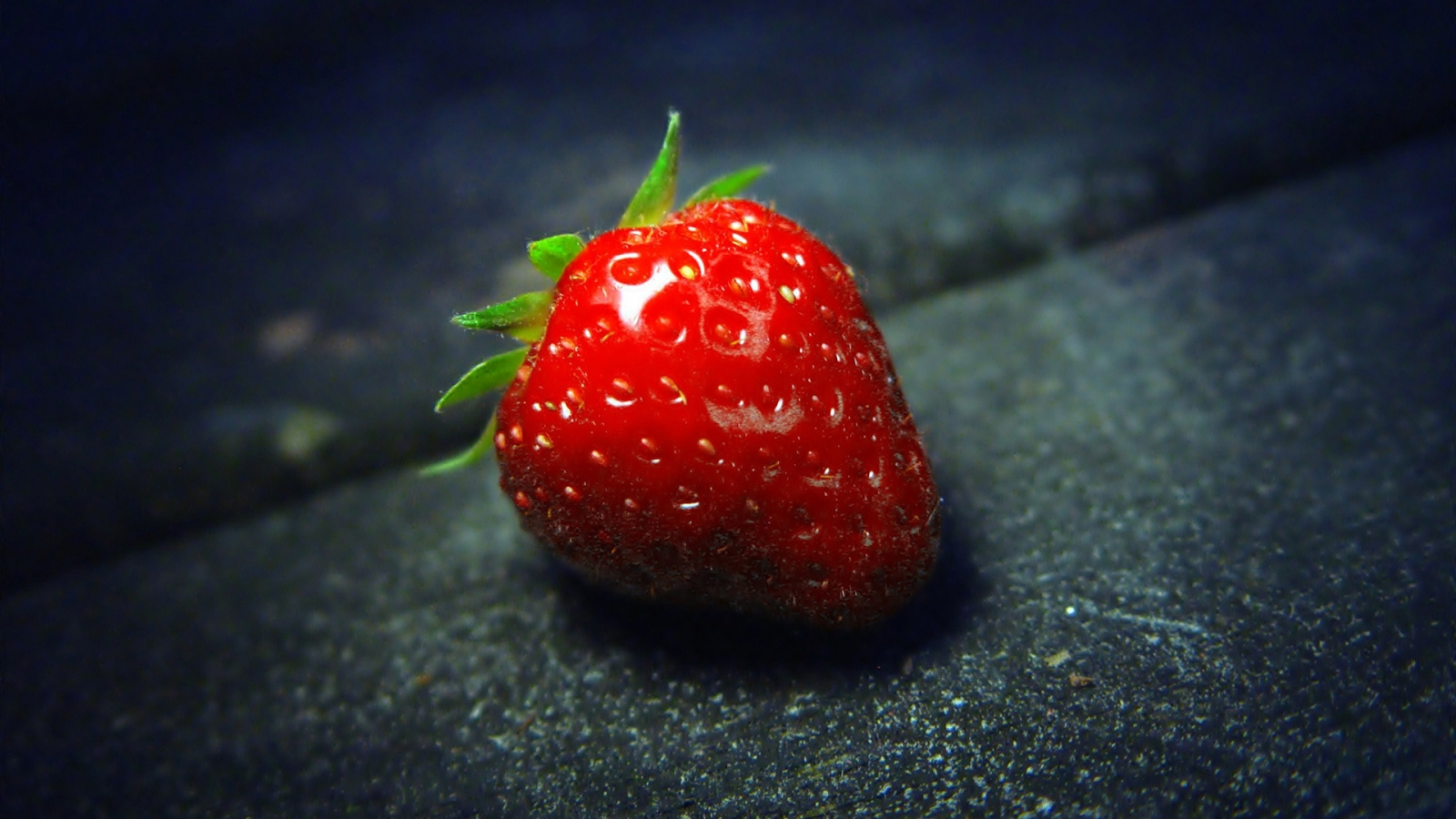 The Strawberry for 1600 x 900 HDTV resolution