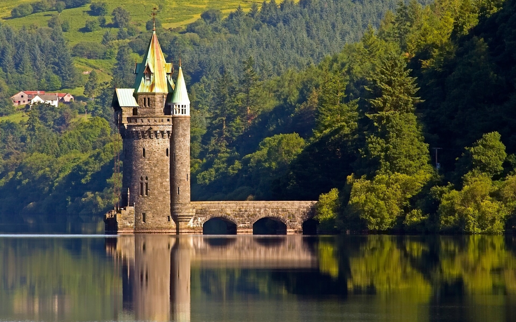 The Vyrnwy Tower for 1680 x 1050 widescreen resolution