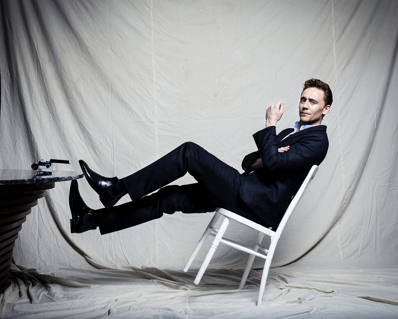 Tom Hiddleston Photo Session for 1280 x 1024 resolution