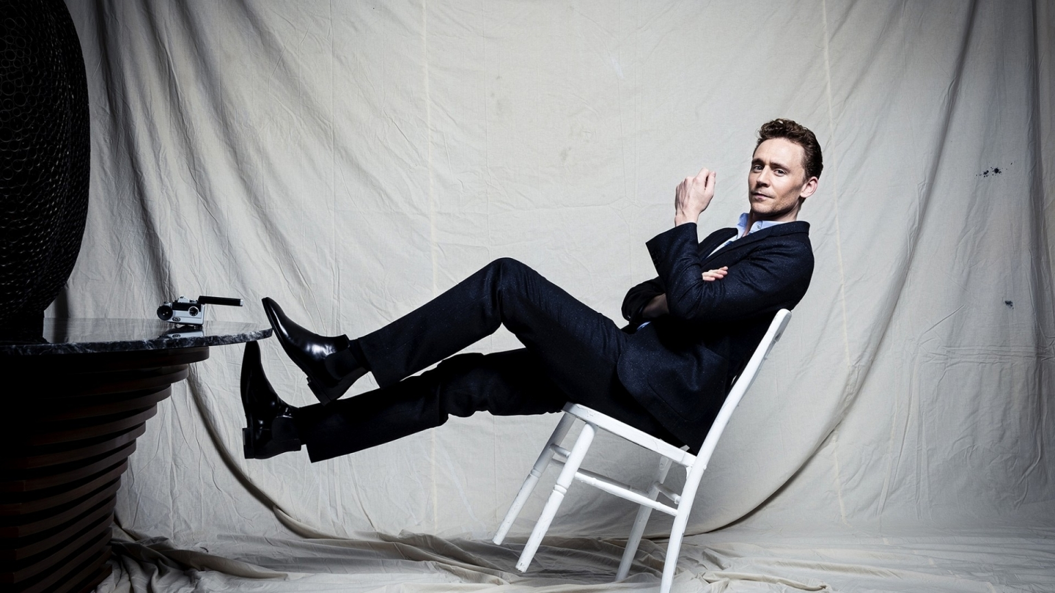 Tom Hiddleston Photo Session for 1536 x 864 HDTV resolution