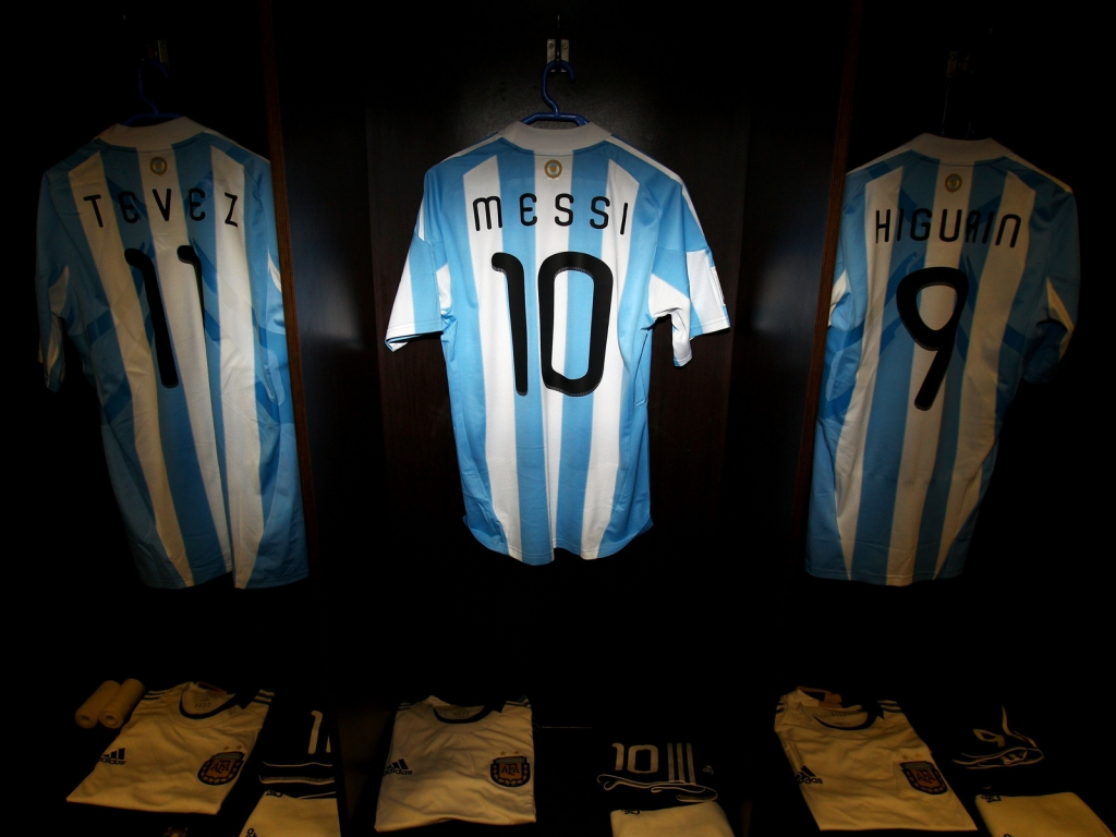 Tshirt of Messi, Tevez and Higuain for 1024 x 768 resolution