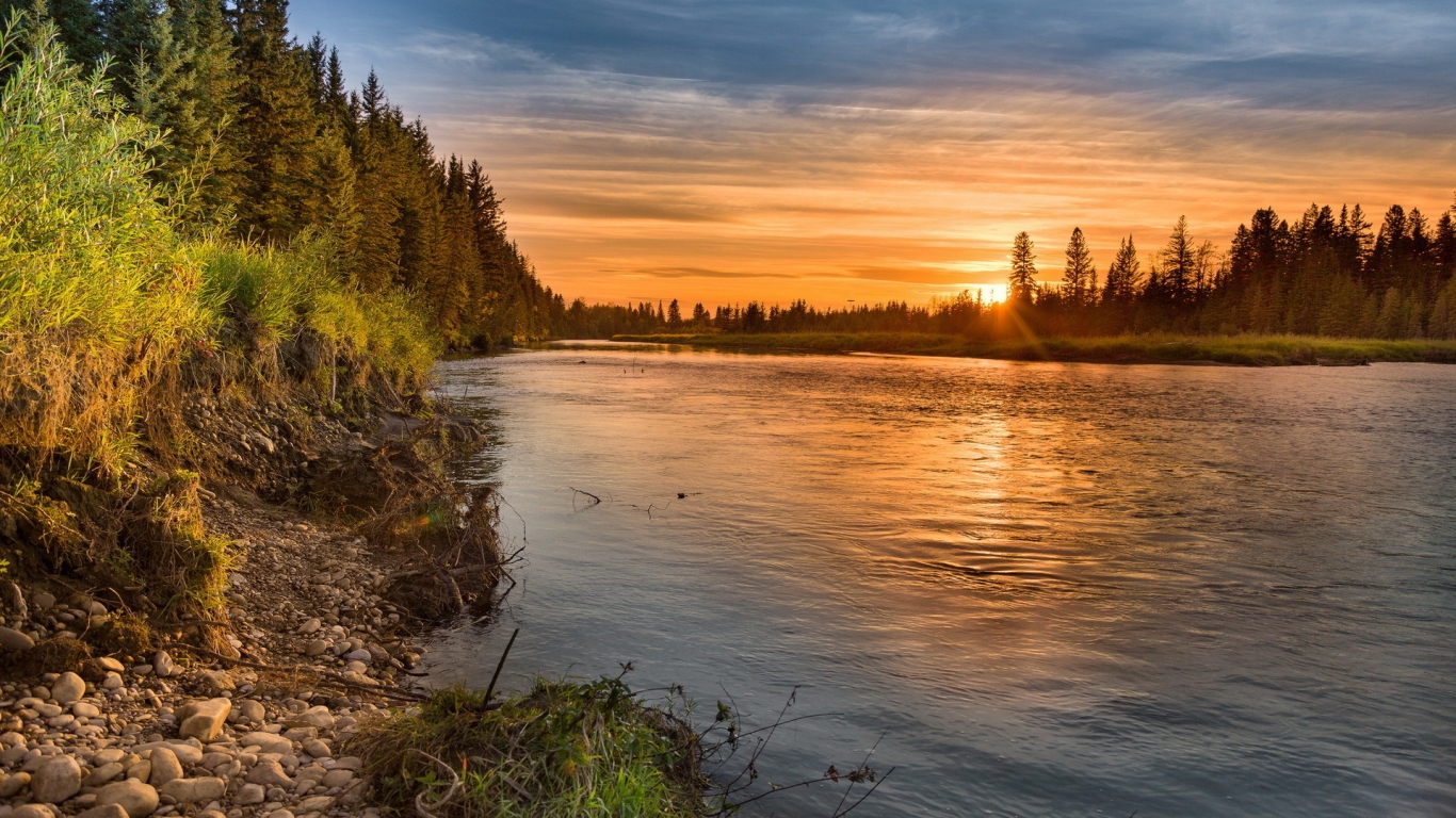 Wonderful Sunset Over the River for 1366 x 768 HDTV resolution