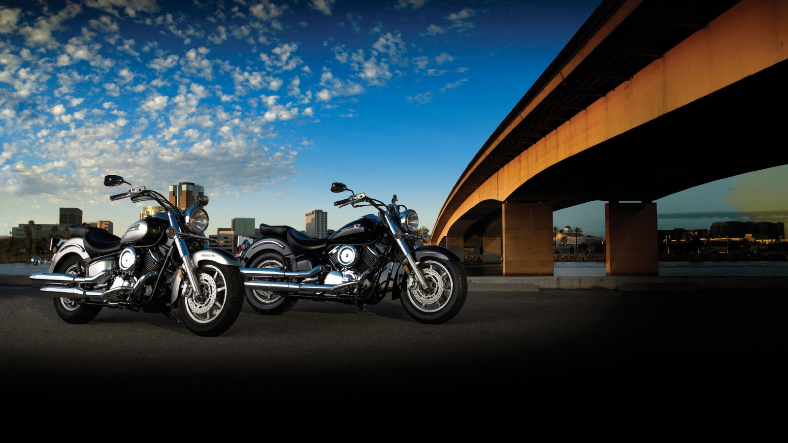 Yamaha XVS1100A DragStar Classic for 1600 x 900 HDTV resolution
