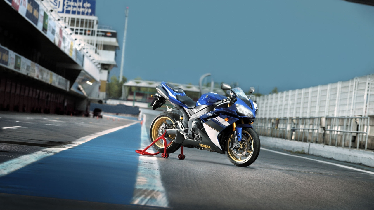Yamaha YZF-R1 for 1280 x 720 HDTV 720p resolution