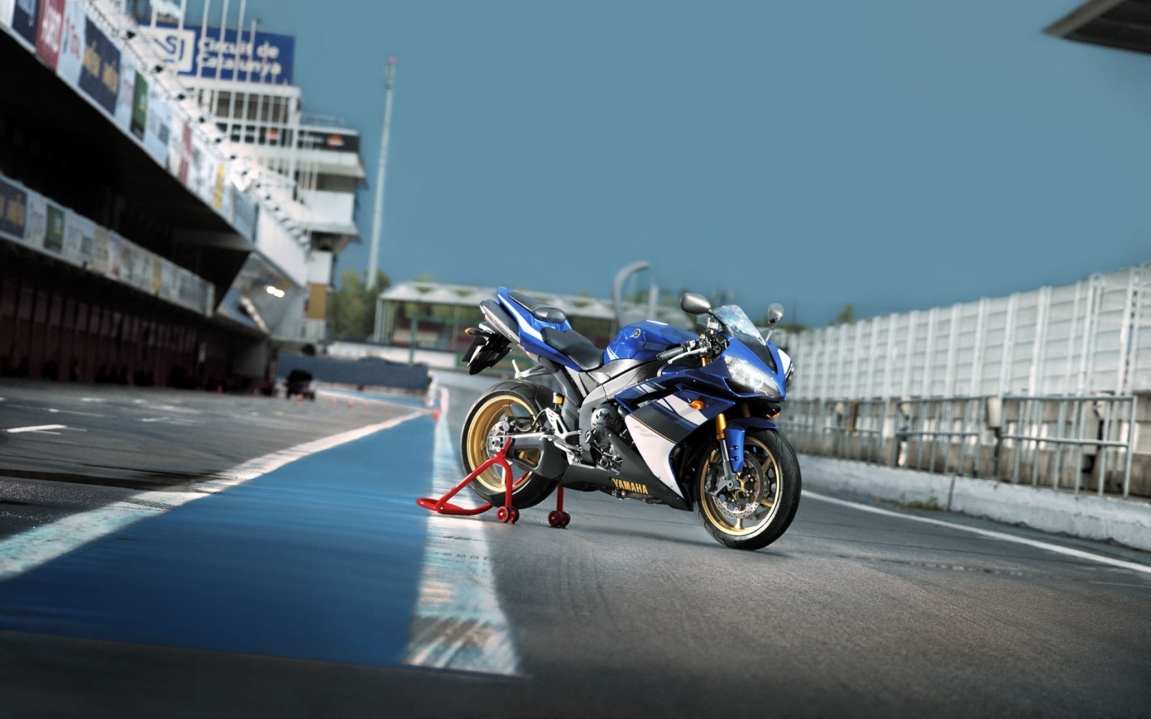 Yamaha YZF-R1 for 1680 x 1050 widescreen resolution