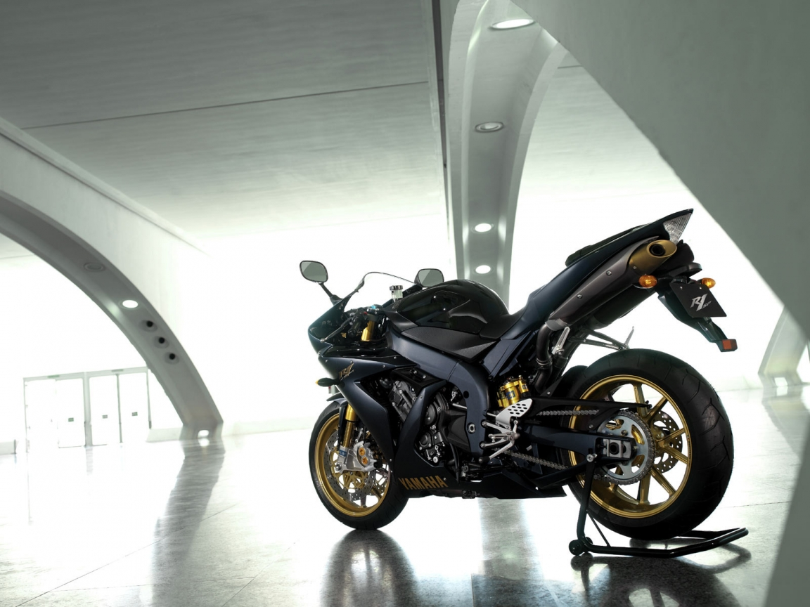 Yamaha YZF R1SP for 1152 x 864 resolution