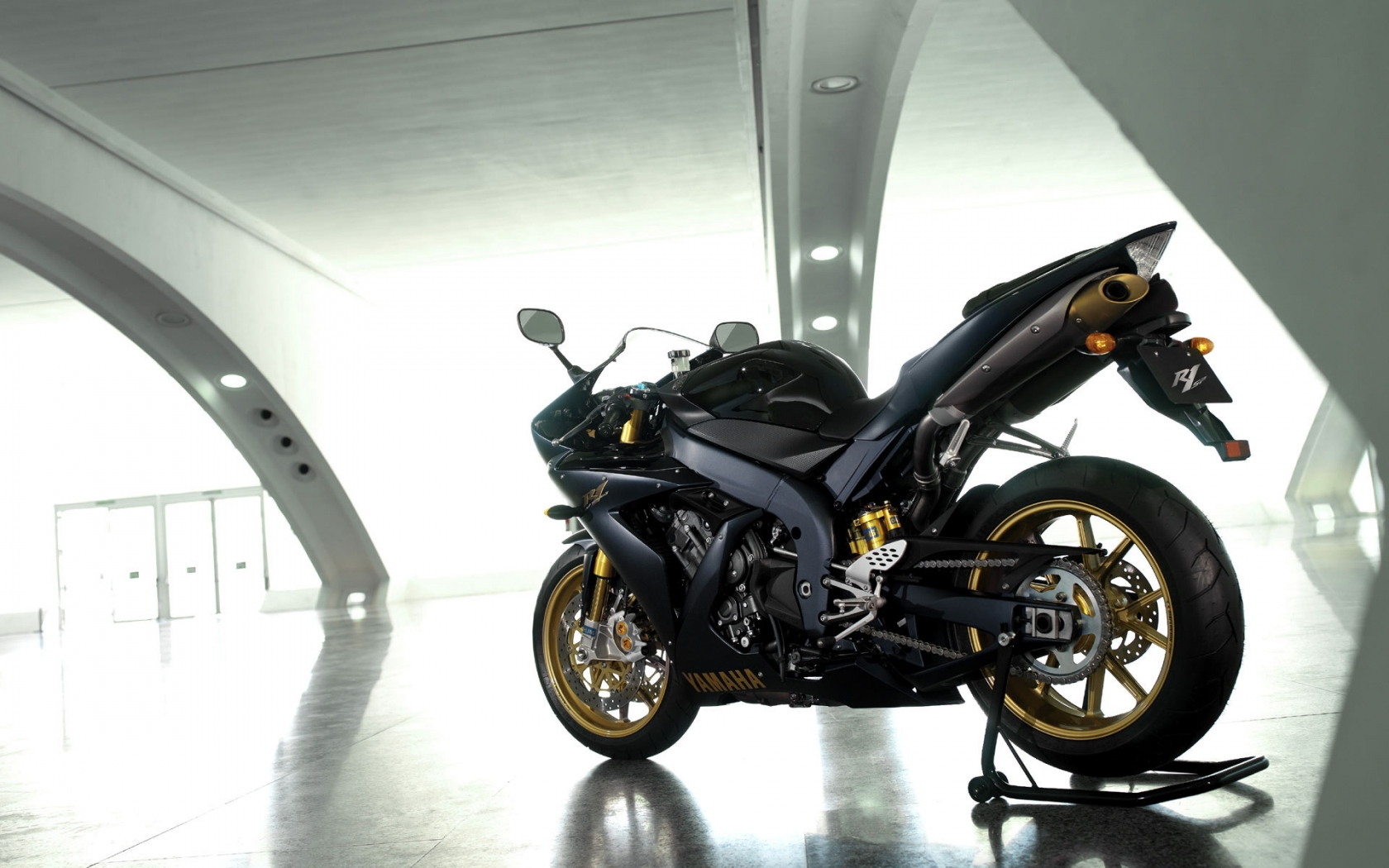 Yamaha YZF R1SP for 1680 x 1050 widescreen resolution