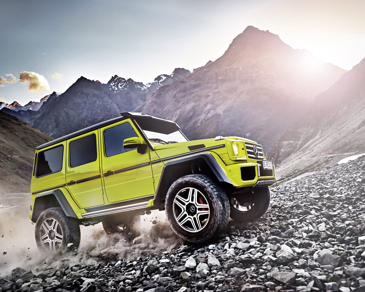 Yellow Mercedes Benz G Class 201 for 1280 x 1024 resolution