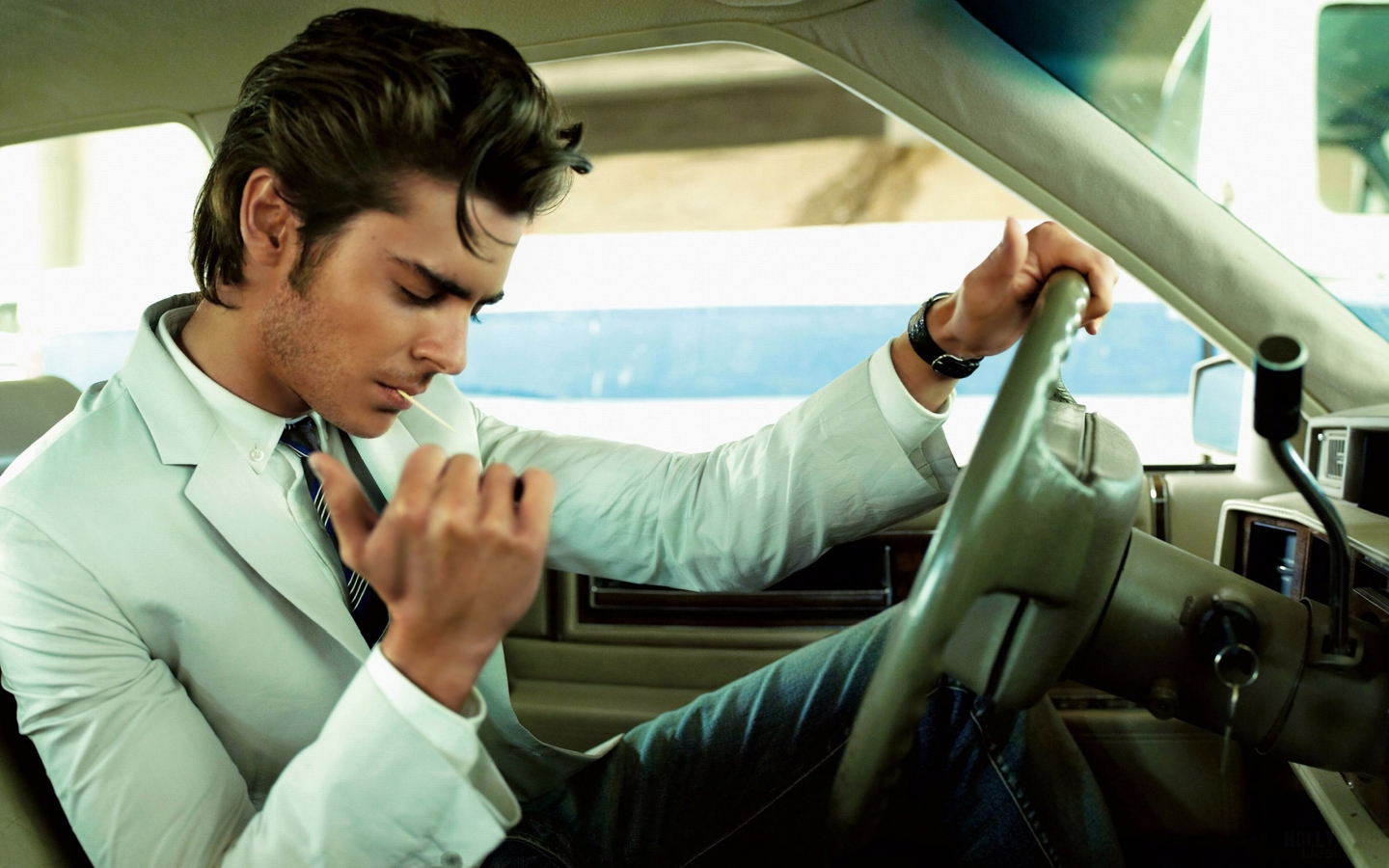 Zac Efron Rock and Roll Style for 1440 x 900 widescreen resolution